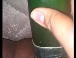 Masturb&aacute_ndome con un pepino ( si soy yo)